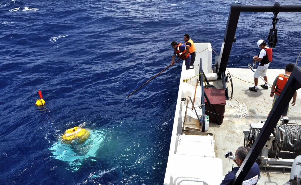 Lander -BioSuOr recuperado (Navio Alpha Crucis). (c) Arthur Z. Güth.